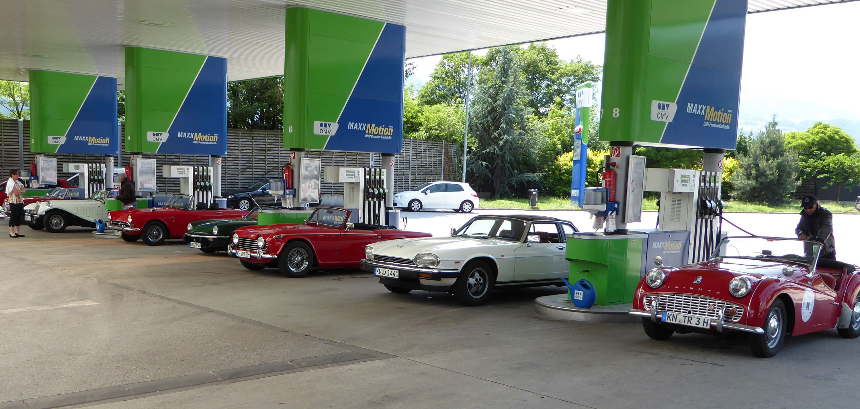 Oldtimer an der Tankstelle